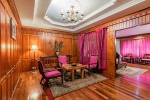 Empress Angkor Resort & Spaにあるシーティングエリア