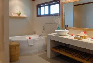 A bathroom at Hotel L'Archipel