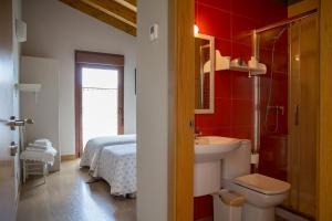 A bathroom at Casa Rural Villazón II - A 16 km de Pamplona