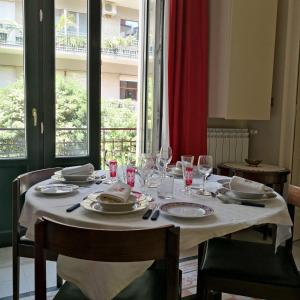 A restaurant or other place to eat at Casa Vacanze Archi Medievali