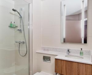 A bathroom at Leonardo Edinburgh Murrayfield