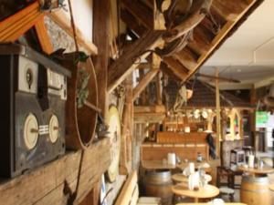 Ein Restaurant oder anderes Speiselokal in der Unterkunft Fichtelberghütte