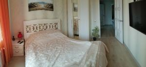 A bed or beds in a room at Apartment in Swetlogosk