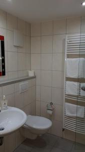 A bathroom at H41 Inn Hotel Garni Freiburg