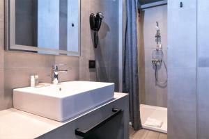 Um banheiro em J24 Hotel Milano