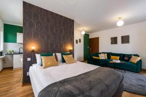 A bed or beds in a room at Sleepway Apartments- Green Dream