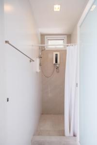 A bathroom at Siamaze Hostel