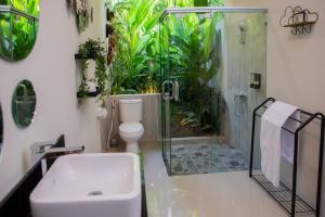A bathroom at Layali Breeze Villa