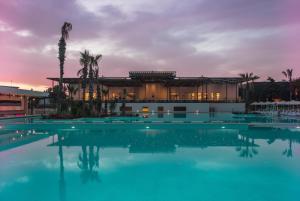 Der Swimmingpool an oder in der Nähe von Paloma Orenda