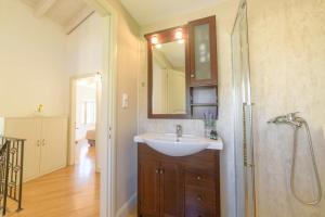 A bathroom at Pithari House
