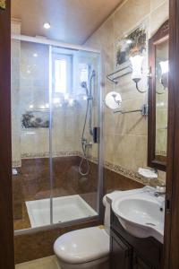 Ванная комната в Hotel Natasha Rostova
