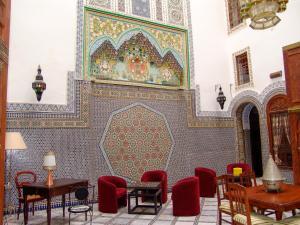 Restaurant ou autre lieu de restauration dans l'établissement Riad Le Patio De Fes
