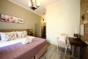 Кровать или кровати в номере Sofia Apartment in old Tbilisi