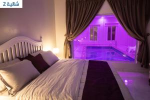 Cama ou camas em um quarto em شاليهات ارنيكا