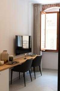 A television and/or entertainment centre at L'EMPORIO ROOMS