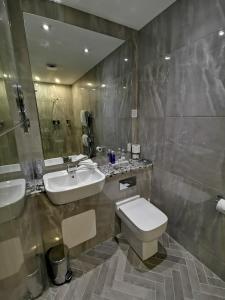 A bathroom at Seamill House Hotel