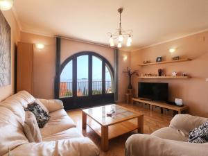 A seating area at Apartments La Perla
