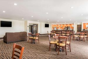 A restaurant or other place to eat at Sleep Inn North Liberty/Coralville