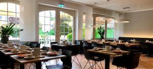 Ein Restaurant oder anderes Speiselokal in der Unterkunft Hotel Sonderfeld
