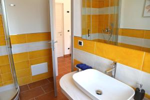 A bathroom at Villa Piana