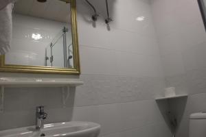 A bathroom at Boutique Hotel 32