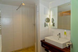 A bathroom at Landgasthof Zur Post