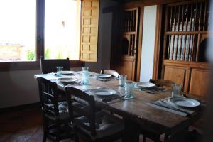 A restaurant or other place to eat at Santamaría - Mirador de Pedraza