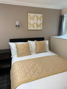 A bed or beds in a room at The Royal Guest House