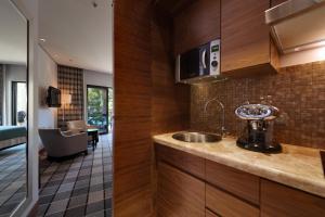 A kitchen or kitchenette at Hotel Monte Mulini