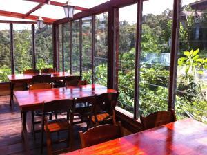 Ein Restaurant oder anderes Speiselokal in der Unterkunft Mile 36 Lodge
