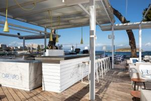 A restaurant or other place to eat at Meliá South Beach