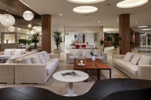 The lobby or reception area at Meliá South Beach