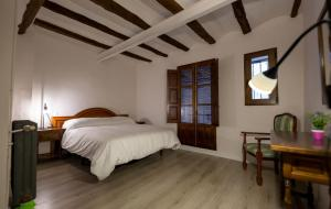 A bed or beds in a room at Casa Rural Pradas