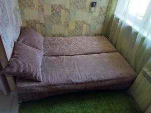 Кровать или кровати в номере Apartments Landyshevaya 28