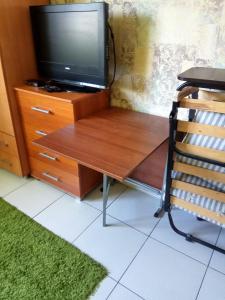 Телевизор и/или развлекательный центр в Apartments Landyshevaya 28