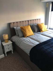 A bed or beds in a room at 3 Bedroom House Coventry - Hosted by Coventry Accommodation