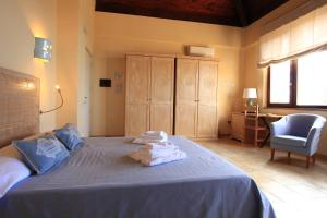 A bed or beds in a room at Hotel Costa Paradiso