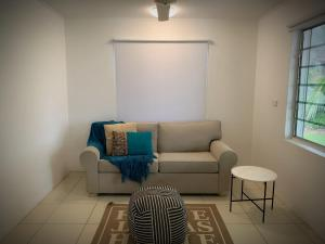 A seating area at Holiday Rental - Huge House With Beach Views