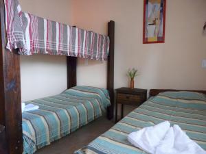 Una cama o camas cuchetas en una habitación  de Cabañas Mandala