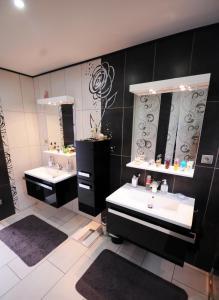 Um banheiro em #10 Pool Villa Bliss by TAHITI VILLAS