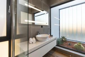 Salle de bains dans l'établissement Momentum Villas