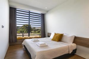Un ou plusieurs lits dans un hébergement de l'établissement Momentum Villas