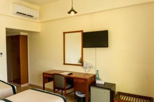 Телевизор и/или развлекательный центр в Pefkos City Hotel