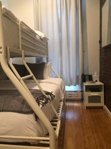 A bunk bed or bunk beds in a room at Chelsea Inn