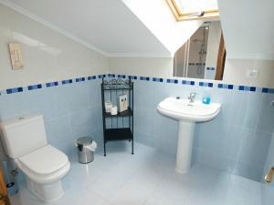 Un baño de Apartamentos Rurales Casa Tata