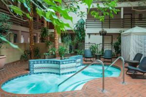 The swimming pool at or near Grand Canyon Plaza Hotel
