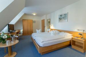 A bed or beds in a room at Hotel Restaurant Brintrup