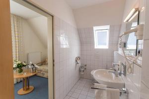A bathroom at Hotel Restaurant Brintrup