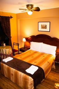 A bed or beds in a room at Solis Dies Hotel