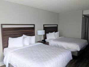 A bed or beds in a room at Lakefront Terrace Resort